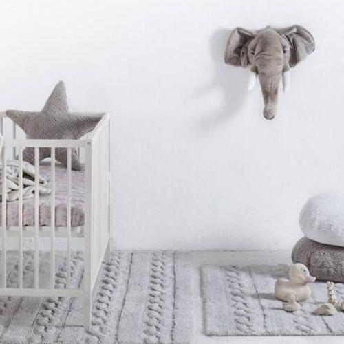 cabeza de peluche de elefante para colgar a la pared
