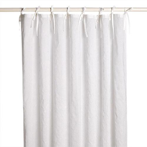 Cortina amb llaçada de fil de color blanc