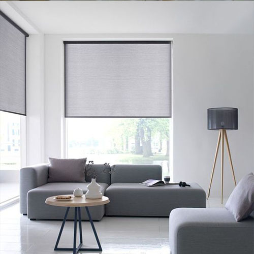 Cortinas enrollables con color gris piedra