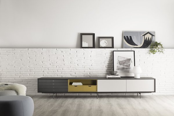 Mueble de televisión con un sistema versátil y coherente de la marca TREKU a Reus, Tarragona.