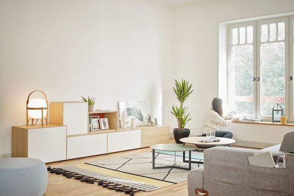 Mueble de comedor de la colección Lauki de roble natural de la marca TREKU en Reus, Tarragona.